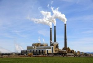 EP chce uhlíkové clo i zachování bezplatných emisních povolenek