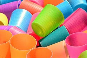 Konec zbytečných plastových odpadů se blíží. Vláda schválila návrh zákona.