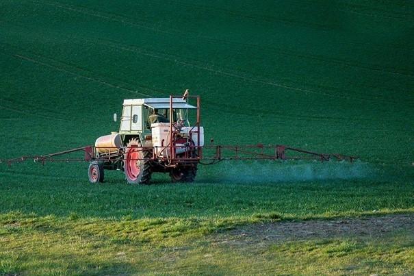 Spotřeba pesticidů na českých polích loni klesla o 4,3 pct