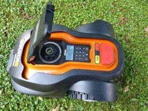 Poděbrady budou v centrálním parku sekat pomocí robotických sekaček